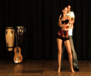 couple-dancing-bachata-studio
